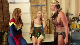 Phoenix Marie and Tanya Tate enjoy a threesome by using a warm babe