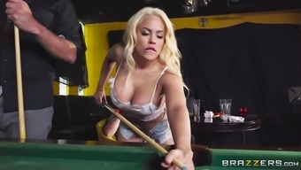 Luna Star produces her clit to the handsome piece and get a shag