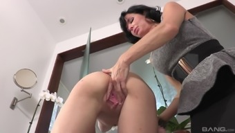 Veronica Avluv allow blond chick Cece Capella intake her pussy