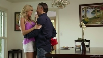Gorgeous golden milf Brandi Love excursions complicated and fleshy post