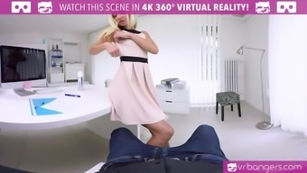 VR PORN-Hot Assistant Fuck Her Person-in-charge On The Table