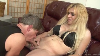 Horny bloke blows the horny shemale Jesse Flores