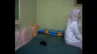 Hijab betrayal arab Wifey anal passage kapali arkadan