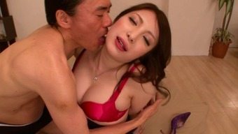 Far eastern moaner plays around by way of this penis before applying it in their own cherry
