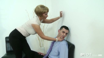 Perverted cougar Stella Looks seduces staff member for love-making at work