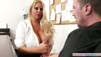 Stout mommy Karen Fisher includes Jessy Jones in oral sex