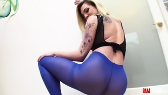 Nothing hotter than a date in pantyhose. Dahlia Atmosphere is