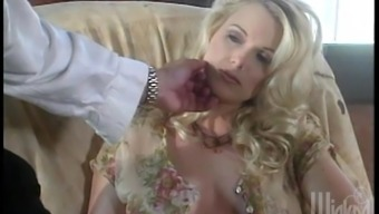 Hot blondes have a astonishing lesbian threesome