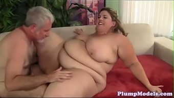 Tittyfucking SSBBW exploded on all fours