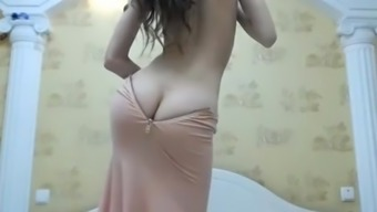 ArabPrincess Camgirl along with Plunder Cleavage