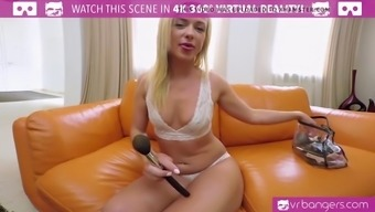 VR PORN-Teen Vinna Reed Have in their hands A huge Glass Dildo