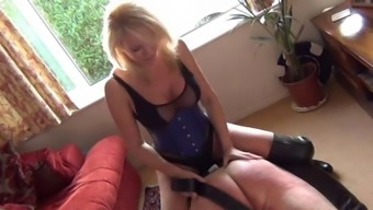 attractive age girlfriend incarcirating victim among the front room