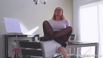 Large booty mother in stockings seduces little porn star