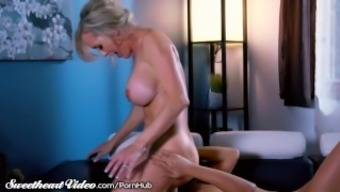 Sweetie Brandi Love Sits on her Therapists Face