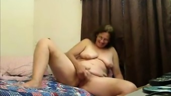 Horny mature fingers pussy on digicam