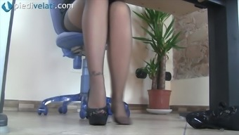 Whilst in the business office this naughty date reveal her fairly feet