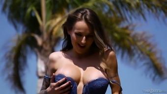 After flashing her seductive big tits hot Natasha Starr gives nice head