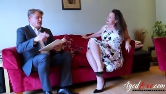Perverted senior mom is attracting handy bussinesman realistic him to effectively fuck her