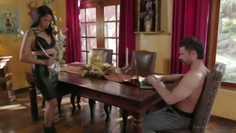 Cute babe Vanessa Sky is having intercourse with her new beloved