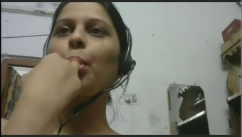 This pretty webcam model is naturally fine and I love her full sensual lips
