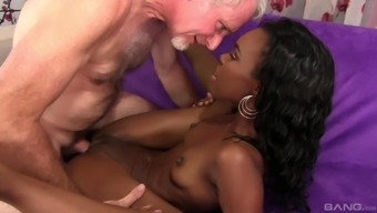 chocolate Shyra Foxx adores to jump on her lover's penis on the bed