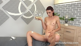 Chick with weird fetish Tera Link is pissing after orgasm