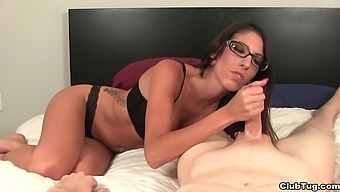 Dava Foxx loves to be topless while giving a handjob to her man