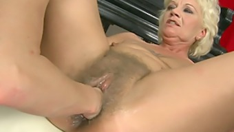 Old Slag Getting Pussy Fisted