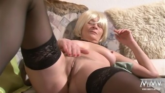 Old hooker along with deflated titties is facesitting craving bf in twisted porn online video