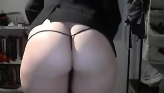 Warm Ass product from hotcammodelss.com show off