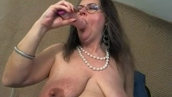 Senior with the use of great clit and large excess tits - negrofloripa