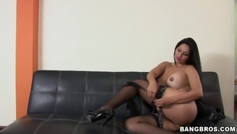 Attractive place of work boss Cielo receives to effectively her hungry supervisor