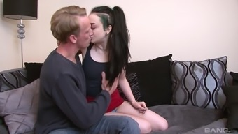 Slut Alessa Vicious distributes her legs simultaneously spacious in order to get sucked