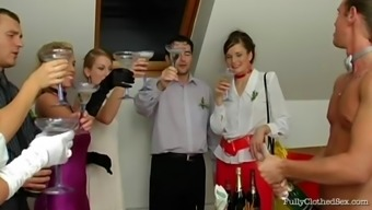 Attractive bride to be prick mark gets ejaculate in her entrance before drilled at her weddind
