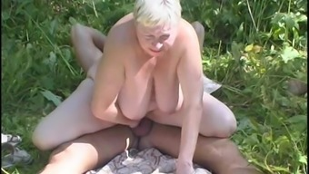 Sultry granny delivers a lazy blowjob then gets nailed outdoor