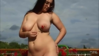 Large naturally-occuring tits