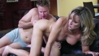 Jodi East fuck stepson Levi Cash after shedding option during Family member Animals Night-time!